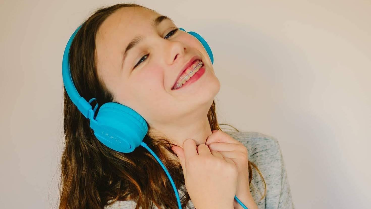 動画視聴やオンライン学習におすすめ!子どもの耳を守るヘッドホン