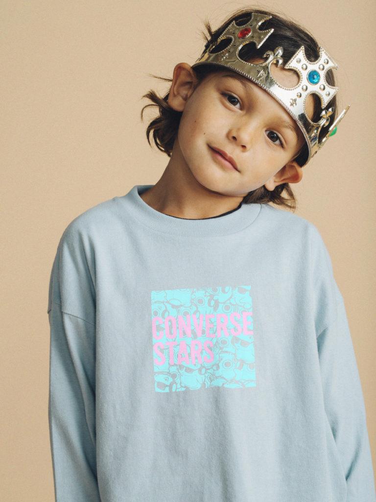 左から CONVERSE STARS ×BLUE HAMHAM L/S Tシャツ(ライトブルー / ベージュ)KIDS(110cm / 130cm) 5,500円、UNISEX(S / M) 8,800円