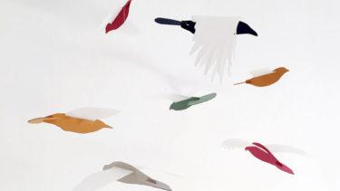 パリの建築家が手掛ける鳥のモビール「mobil'O」