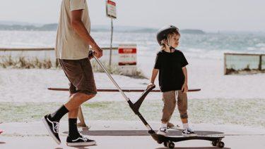 2歳から乗れるスケートボード「オーキー」