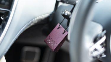 ドライブしながら心地よい香りを楽しむ。オフィシーヌ・ユニヴェルセル・ビュリーの車用フレグランスが登場